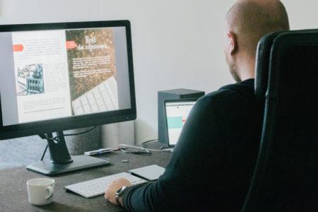 Co robić w biurze, gdy wieje nudą?